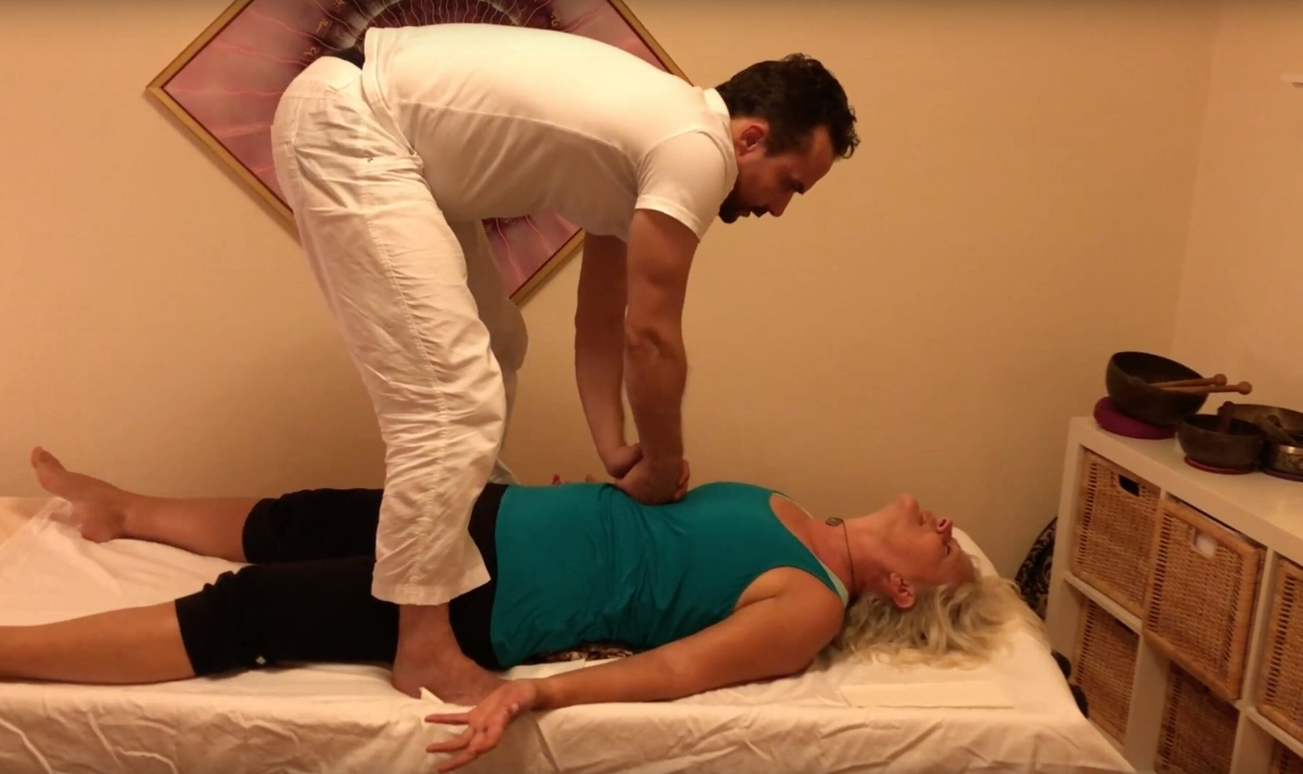 Body De-armouring and Energetic Bodywork. Multiple Clients – video